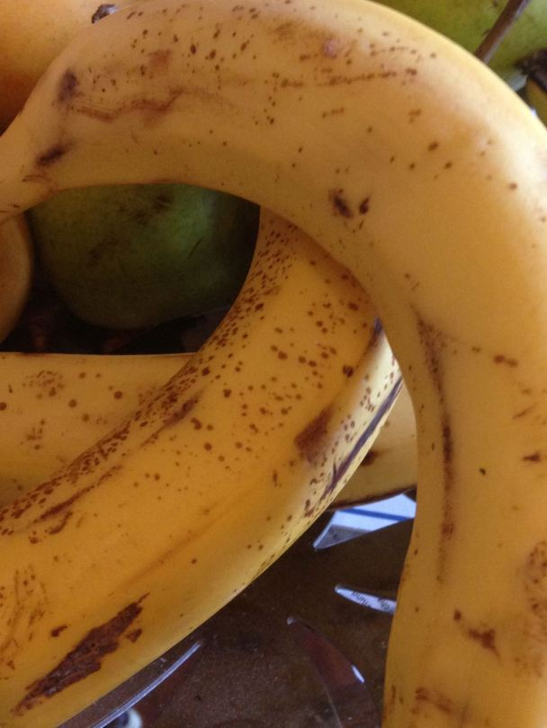 ripa bananas with brown speckled skin